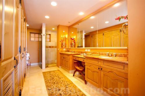 Villa La Estancia Penthouse 1806 Master Suite Bathroom