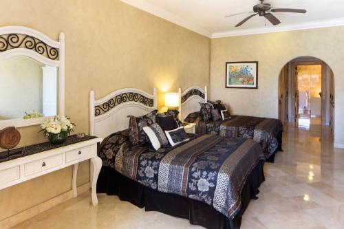 second bedroom in villa 1302 has 2 queen beds and a private bathroom.
