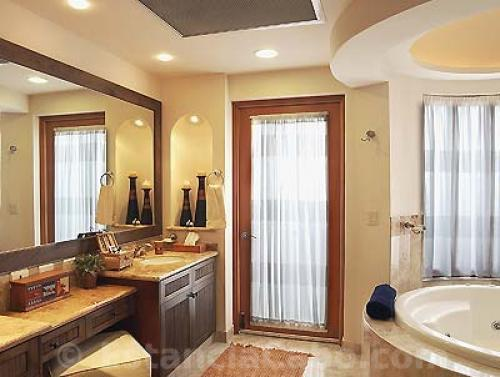 master bathroom in Penthouse 3806 with whirlpool tub and dual sinks.