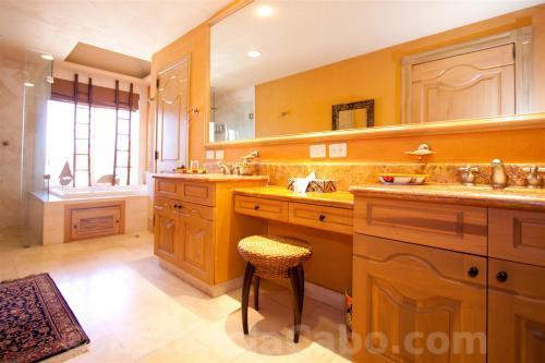 Villa La Estancia Penthouse 1806 2nd Bedroom Bathroom