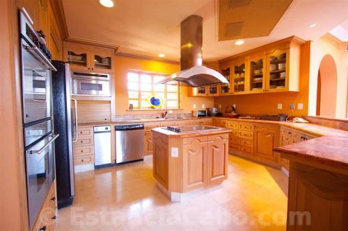 Villa La Estancia Penthouse 1806 Kitchen