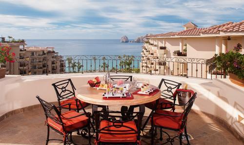 Villa-La-Estancia-Three-Bedroom-Penthouse-Deck-Dining