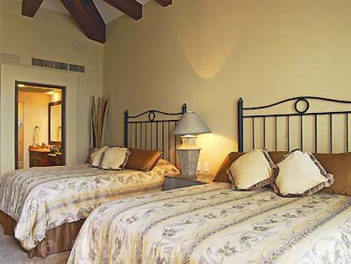 room with queen beds and private bathrooms in Penthouse 3806 Villa La Estancia Cabo.