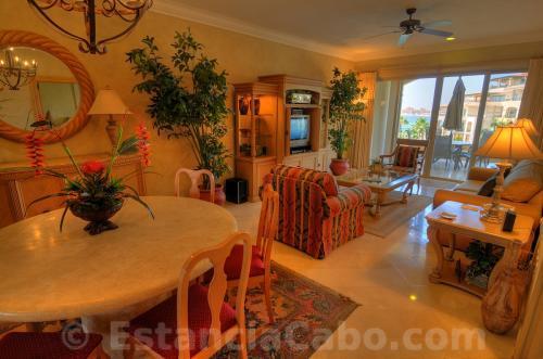 Villa 1402 dining and living room