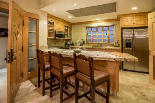 Gourmet kitchen in unit 2606.