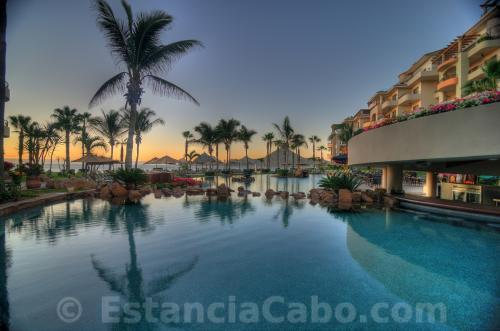 Villa La Estancia Swim-up Bar