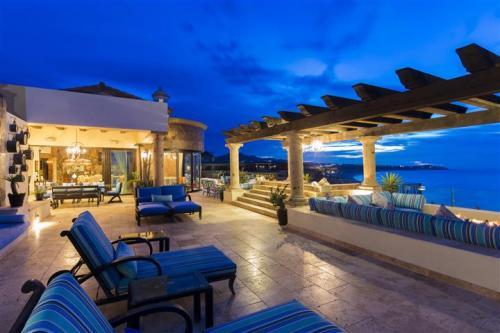 Estancia 3603 penthouse balcony
