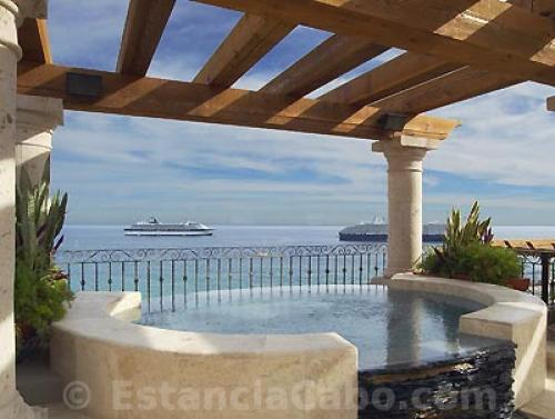 The hot tub with a view of the Sea of Cortez in Penthouse 3806 Villa La Estancia Cabo