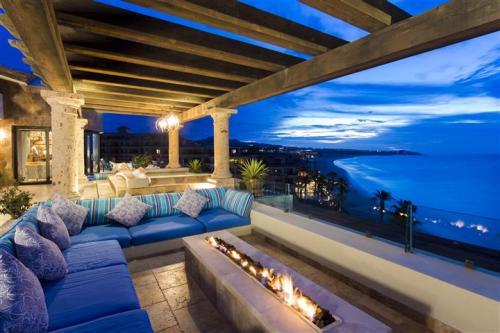 Estancia 3603 penthouse balcony firepit
