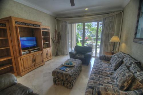 Living room in unit 1105