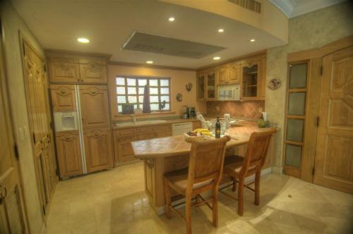 Gourmet kitchen in unit 1105.